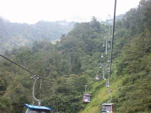 Kereta gantung yang mengangkut tamu ke Genting Highland, Malaysia.