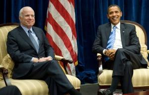Senator John McCain (kiri) bertemu dengan Barack Obama di kantor pemerintahan transisi Obama di Chicago, AS, Senin (17/11/2008) waktu AS.