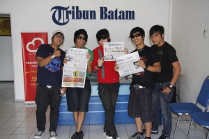 Personel Five Minutes mejeng di Lobi Tribun Batam
