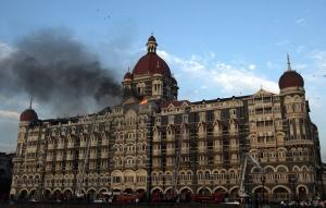 Hotel Taj Mahal di Mumbai, India, yang sudah berusia 105 tahun, terbakar akibat ulah teroris.