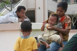 Warga Kampung Nias, Batam, memilih menginap di kantor DPRD Kota Batam, setelah rumah dan peternakan mereka digusur pemerintah.