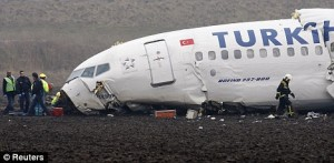 Badan Pesawat Turkish Airlines Remuk seperti kertas diremas. (dayli mail)