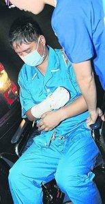 Prof Chan Kap Luk saat meninggalkan rumah sakit (foto/straits times)