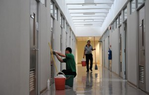 Lorong dekat ruang kerja Prof Chan langsung dibersihkan sesaat setelah David ditemukan tewas.