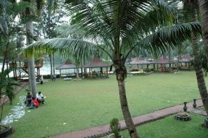 Taman hijau dan asri di kawasan wisata Situ Gintung (foto:google Earth).
