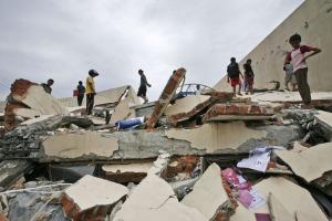Gedung ambruk akibat gempa Sumbar (30/9/2009)