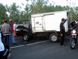 Lakalantas di jalur Ring Road Manado, Sulawesi Utara