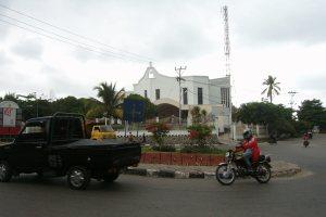 Jalan memutar di depan Gereja Katedral, Kelurahan Merdeka, Kota Kupang. (eddy mesakh)