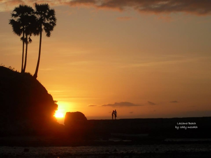 Sunset di Pantai Lasiana, Kota Kupang, NTT (eddy mesakh)