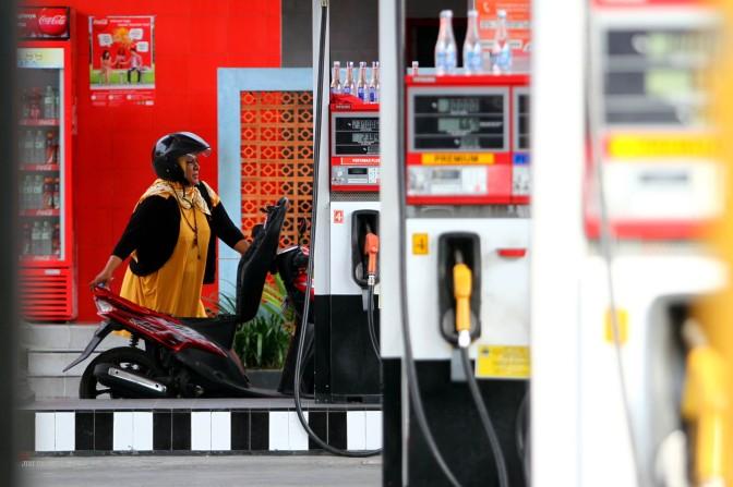Terhitung 1 April, Harga Premium dan Solar Turun Rp 500/Liter
