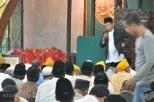 Jenazah Gubernur Kepri Drs HM Sani dishalatkan di Masjid Agung Tanjungpinang, Sabtu (9/4/2016). Foto: eddy mesakh