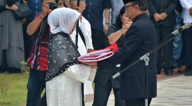 FOTO: Pemakaman Gubernur Kepri Alm Drs HM Sani